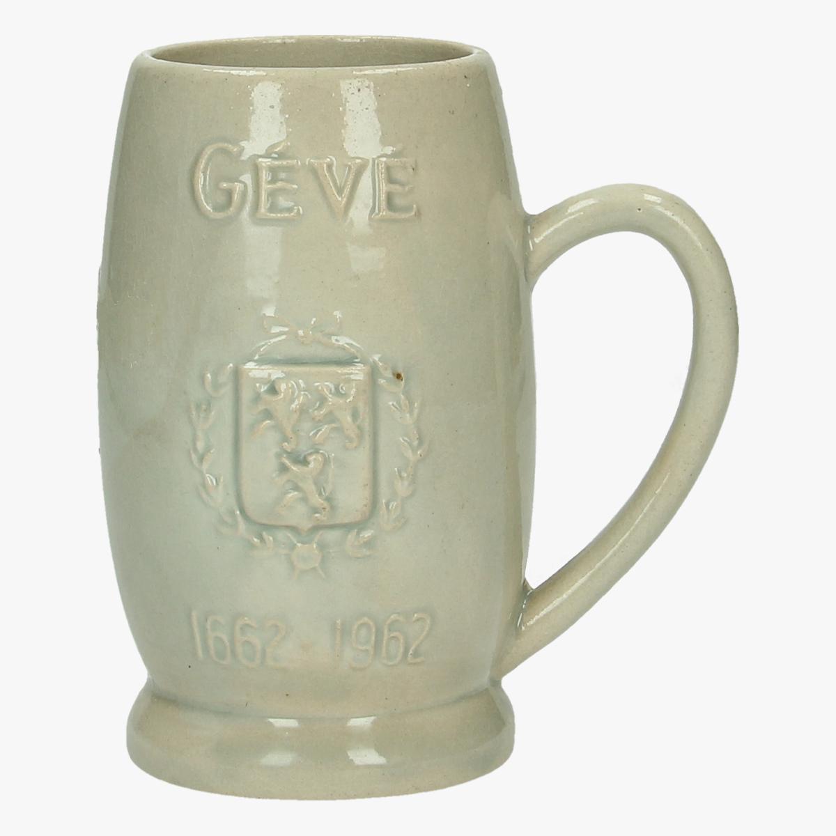 Afbeeldingen van oude stenen drinkpot Gévé