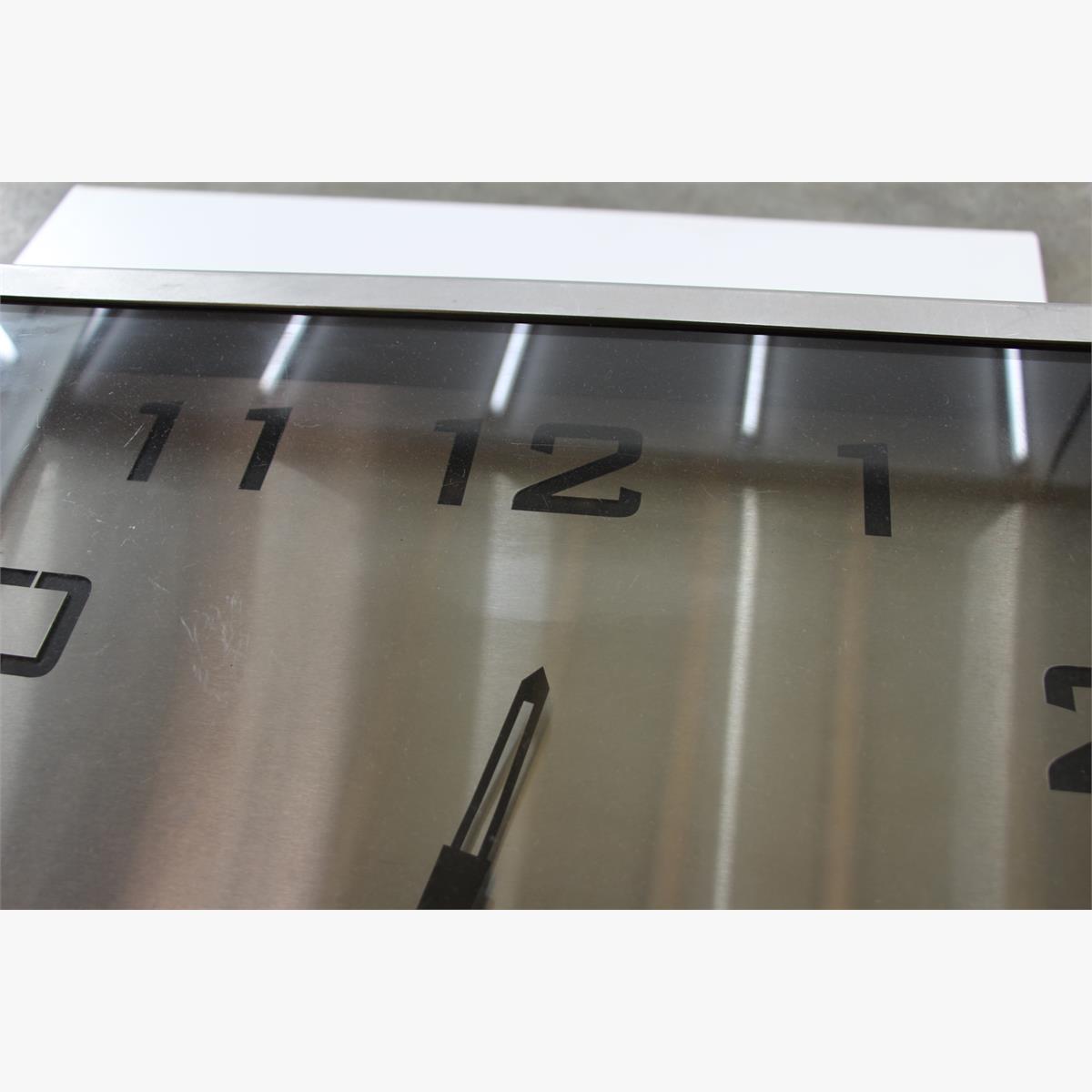 Afbeeldingen van design tafelklok rvs inox