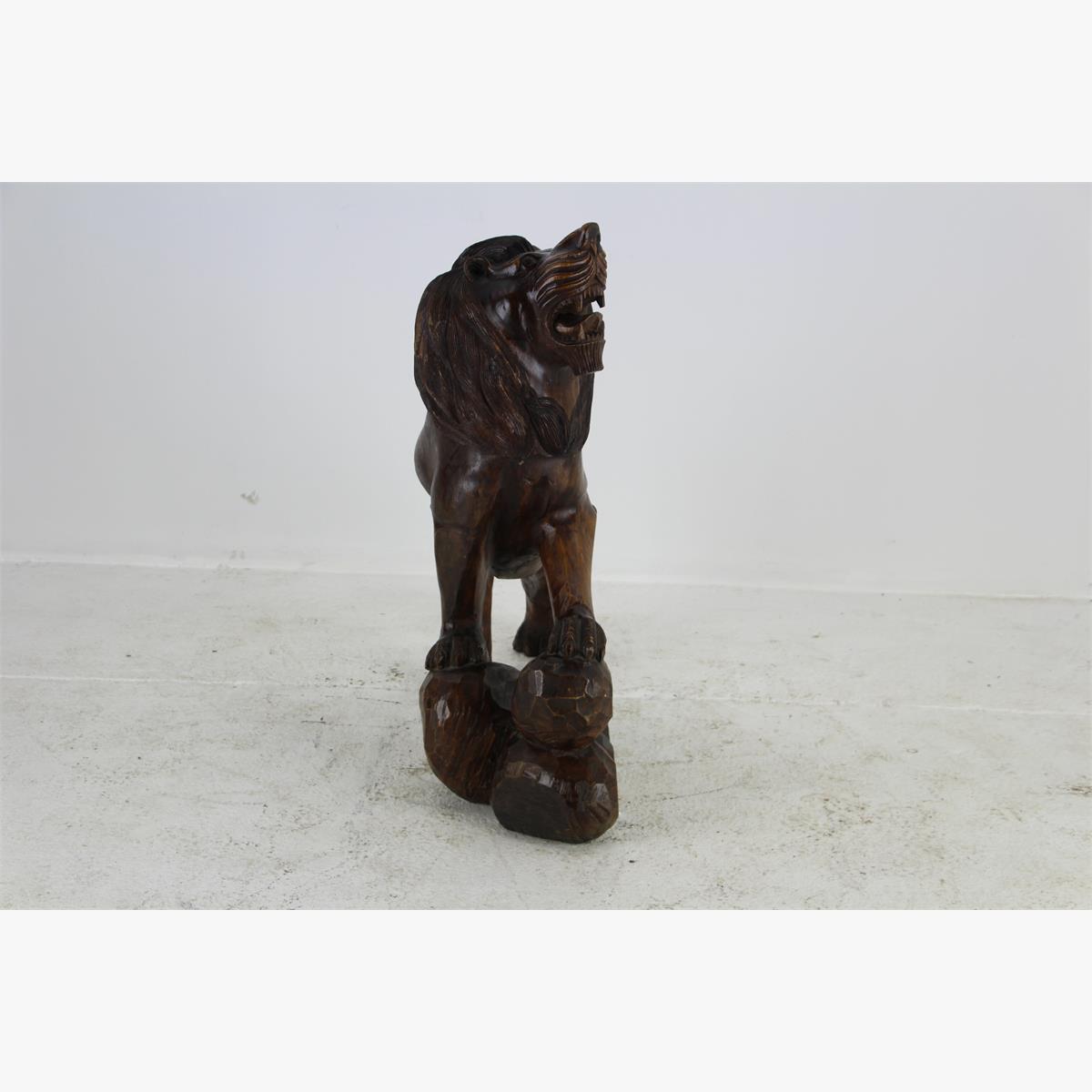 Afbeeldingen van houten beeld leeuw