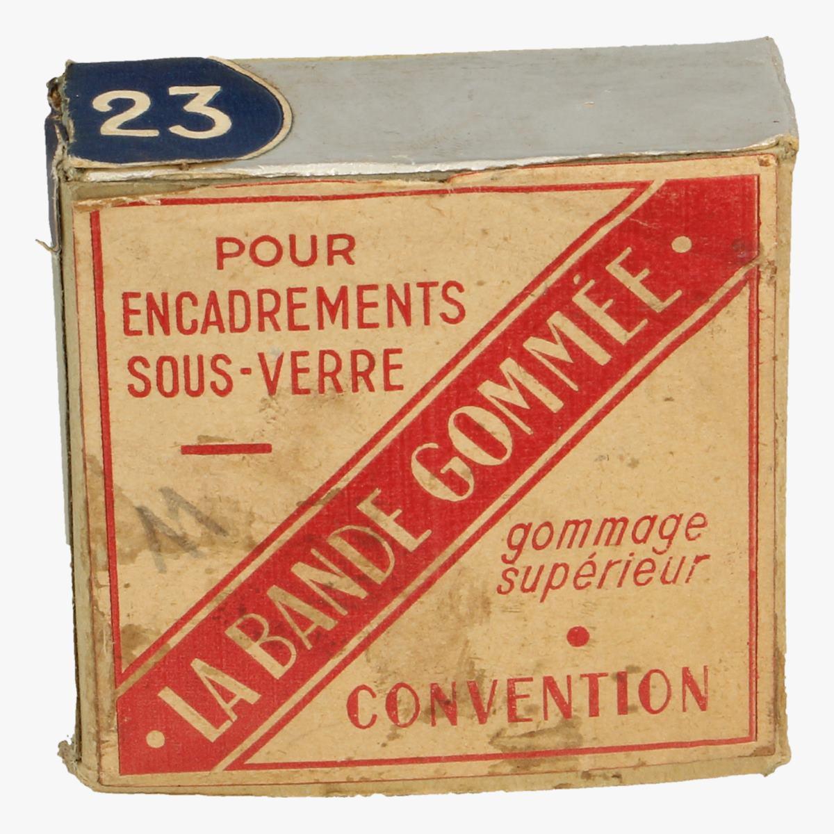 Afbeeldingen van doosje la bande gommée pour encadremants sous-verre
