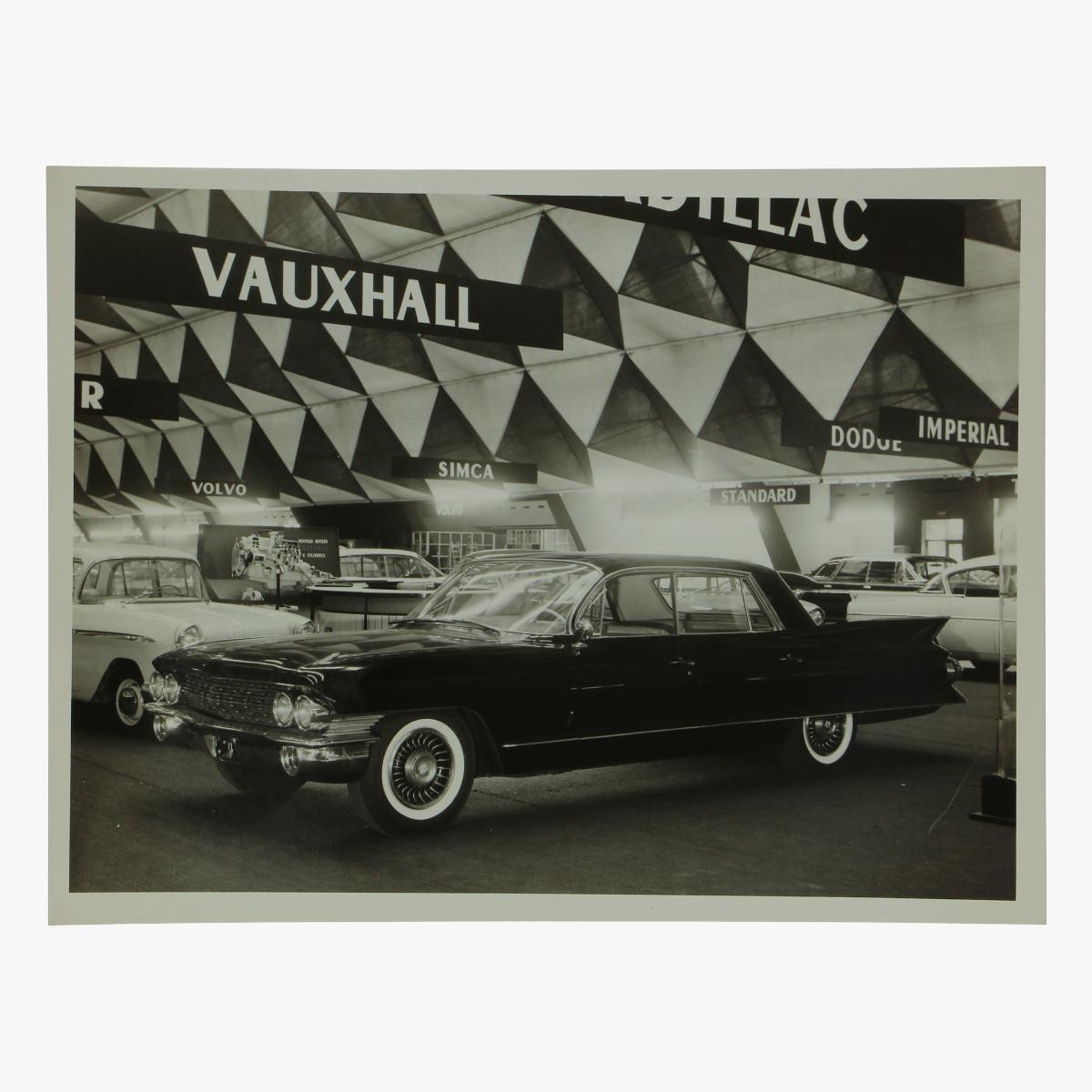 Afbeeldingen van zwart-wit foto cadillac 60 special fleetwood 4 door sedan
