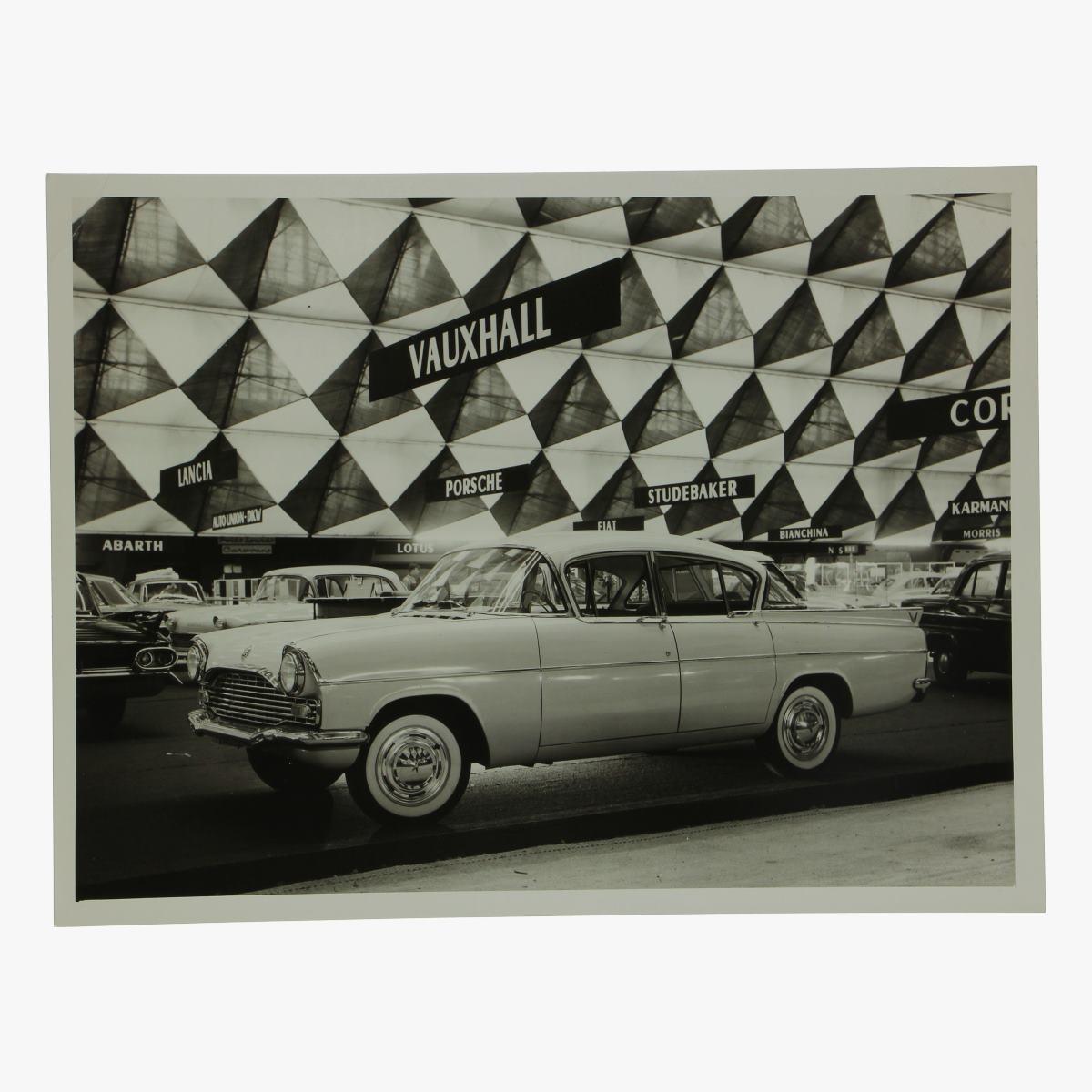 Afbeeldingen van zwart-wit foto vauxhall cresta 4 door sedan deluxe