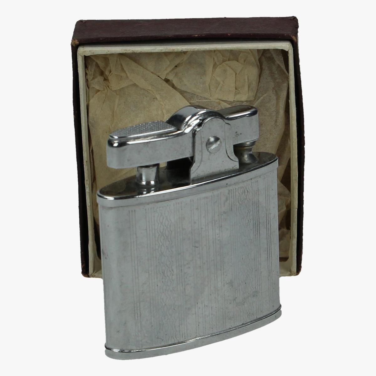Afbeeldingen van oude aansteker in doosje (nieuwstaat)
