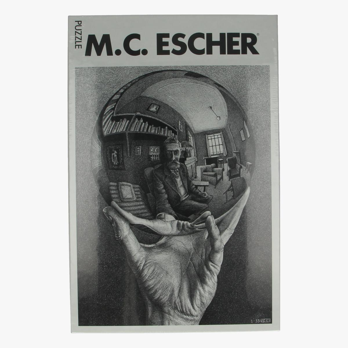 Afbeeldingen van Puzzel M.C. Escher Hand met bol