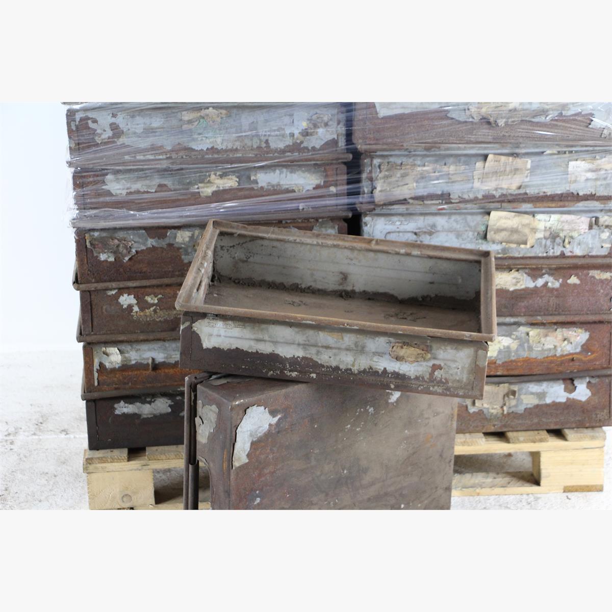 Afbeeldingen van oude metalen  kisten schaferkasten idem als philips kisten