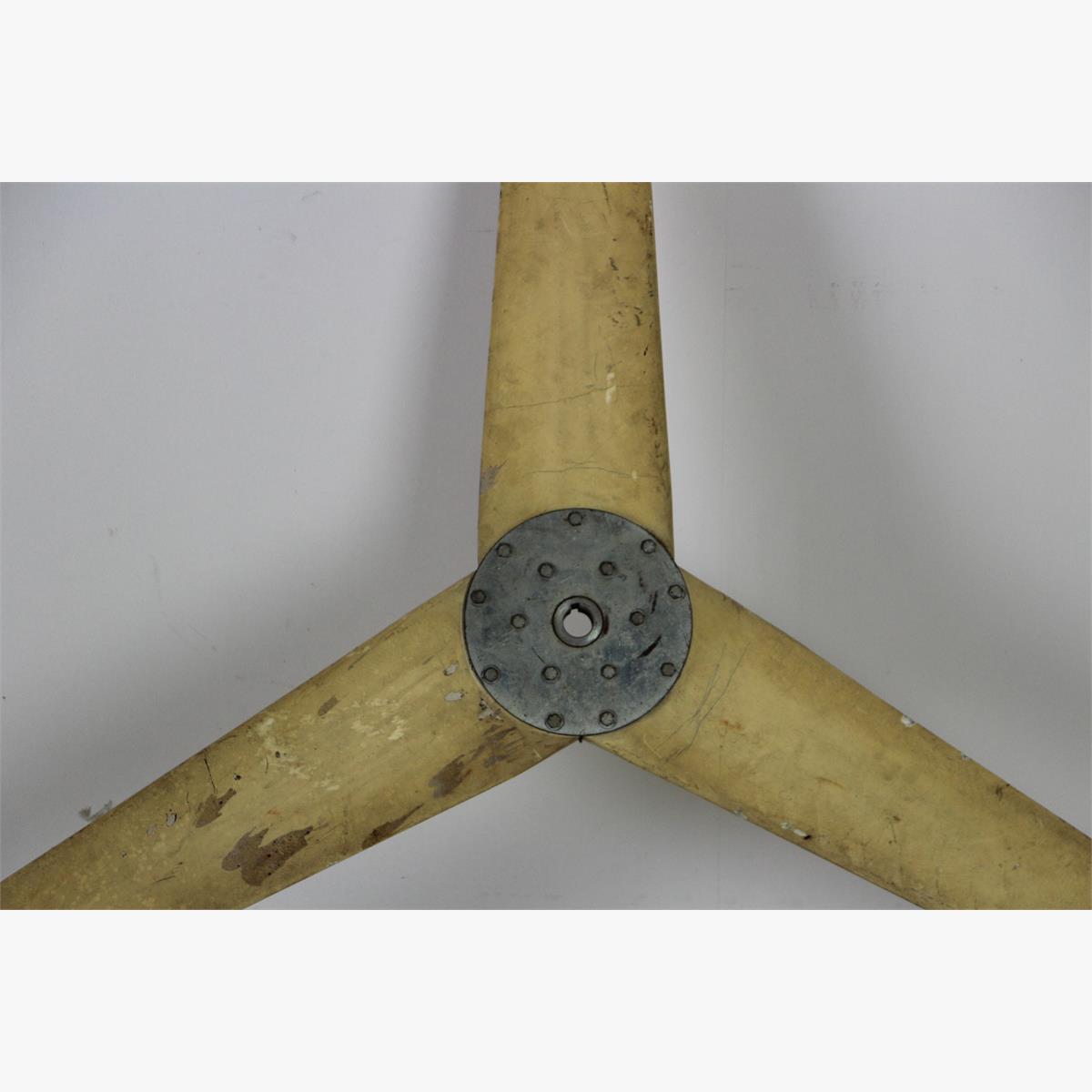 Afbeeldingen van grote proppeller diameter 186 meter