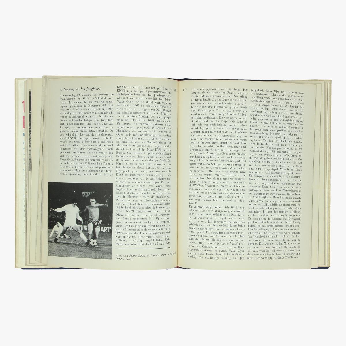 Afbeeldingen van voetbal boek 15 jaar europacup door ed van opzeeland 1971
