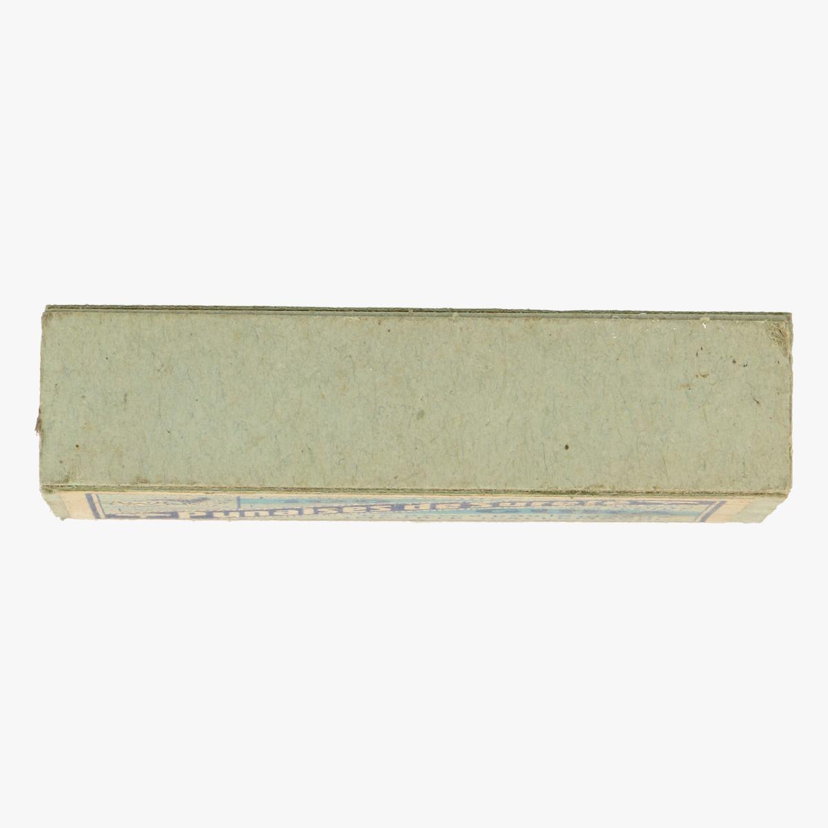 Afbeeldingen van oude doosje punaises de suereté