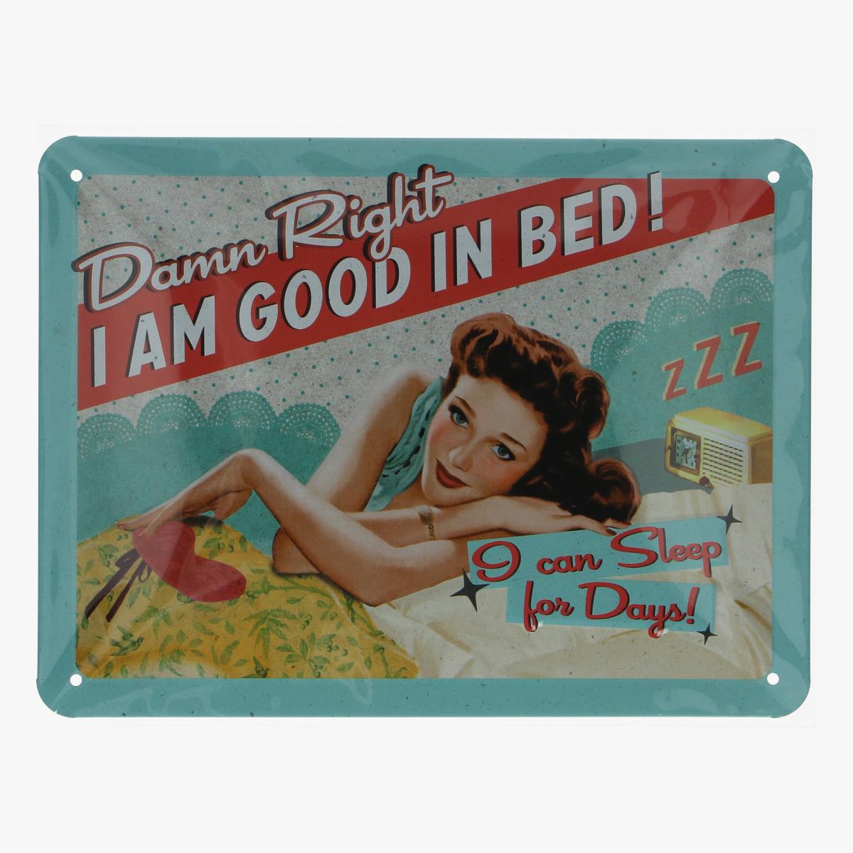 Afbeeldingen van blikken bordje damm right i am good in bed! repro