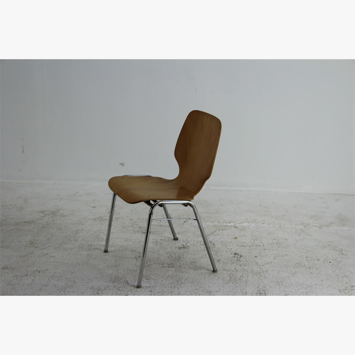 Afbeeldingen van retro stoel beuken zitting. Chrome poten 50 stuks beschikbaar