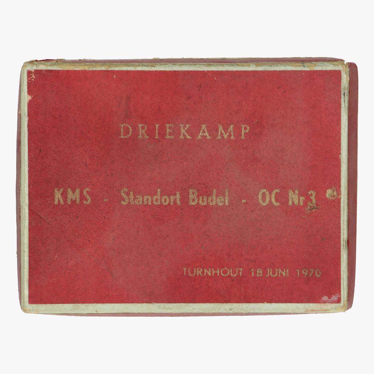 Afbeeldingen van kartonnen doosje met foto driekamp KMS - Standort budel - OC Nr 3 turnhout  18 juni 1970