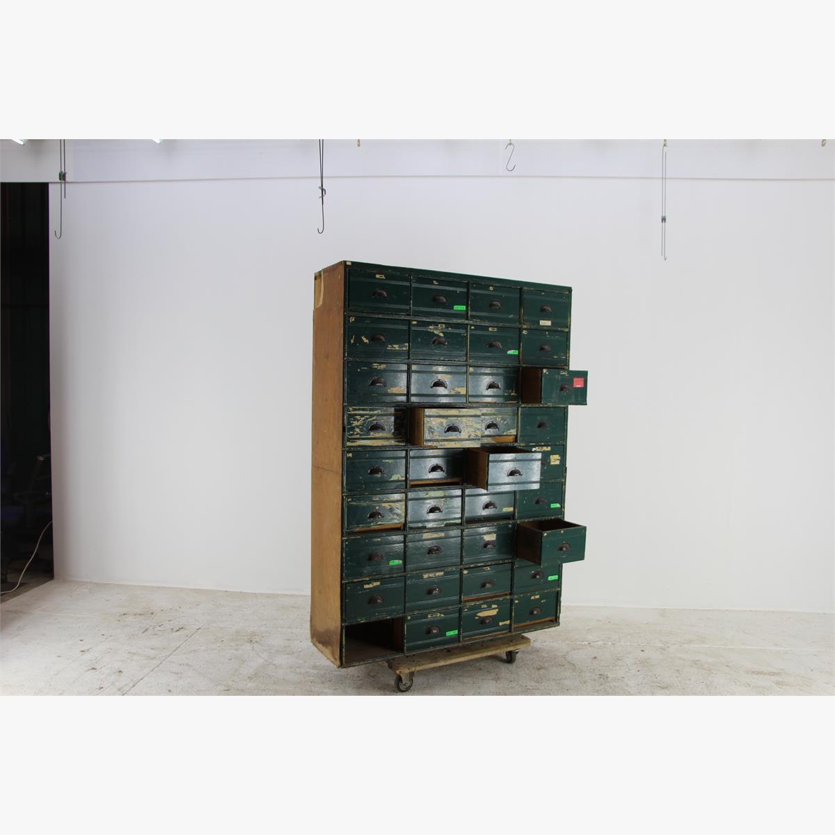 Afbeeldingen van authentieke vakkenkast voor loft,horeca,winkel