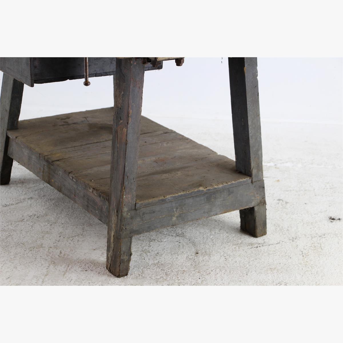 Afbeeldingen van zware industriele eiken werkbank met bank schroef en buizenklem