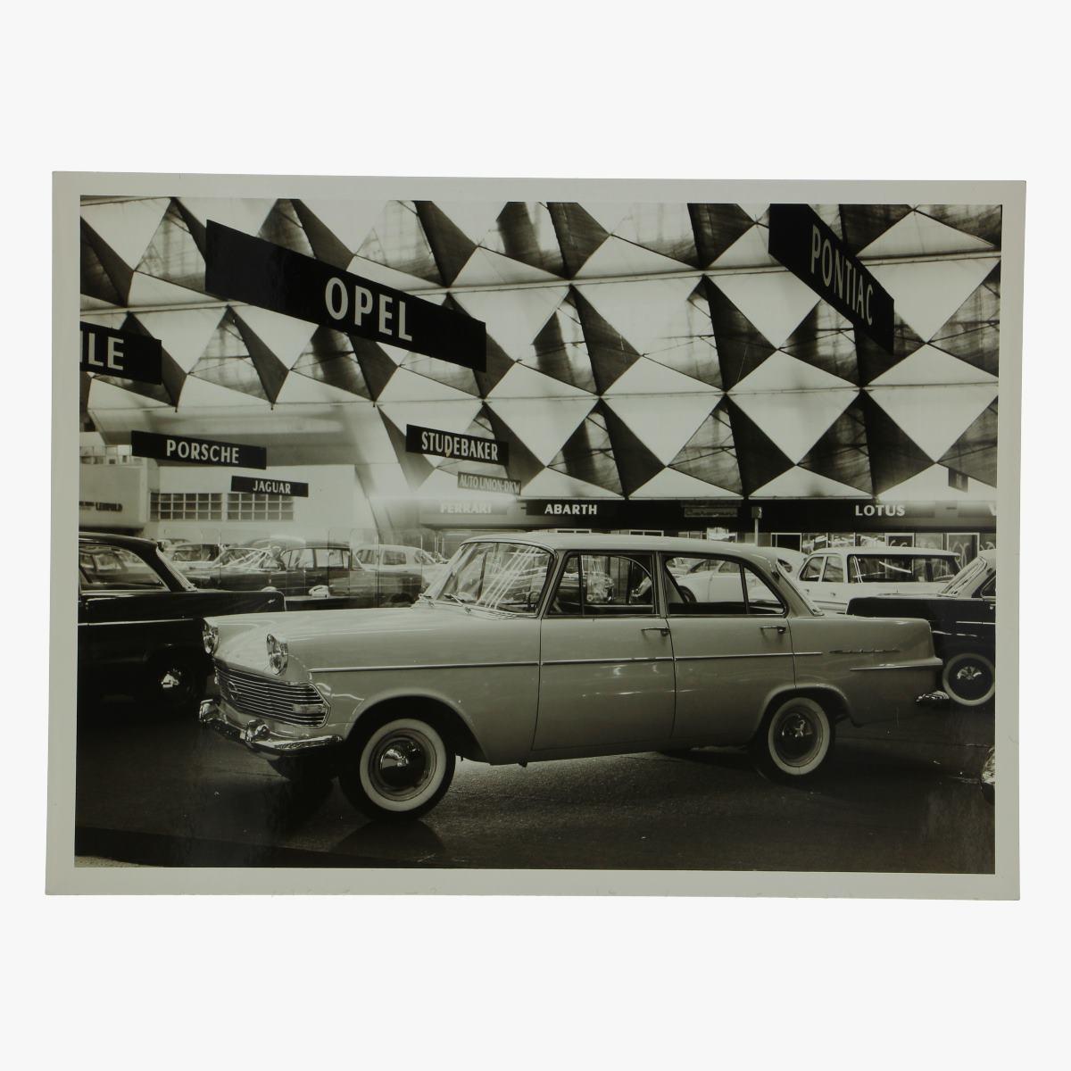 Afbeeldingen van zwart-wit foto opel rekort 1700 4 door sedan deluxe