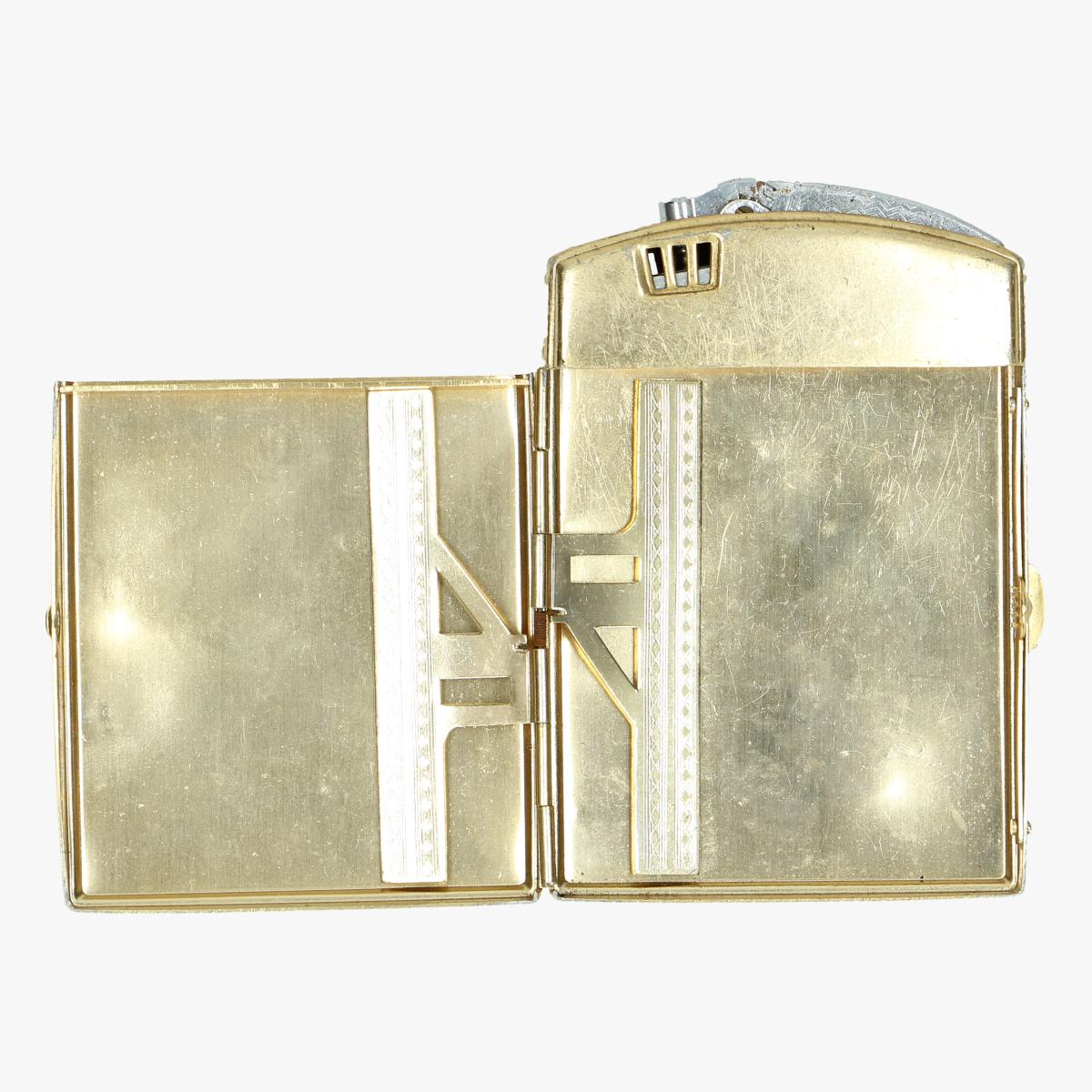 Afbeeldingen van sigarette doos met aansteker