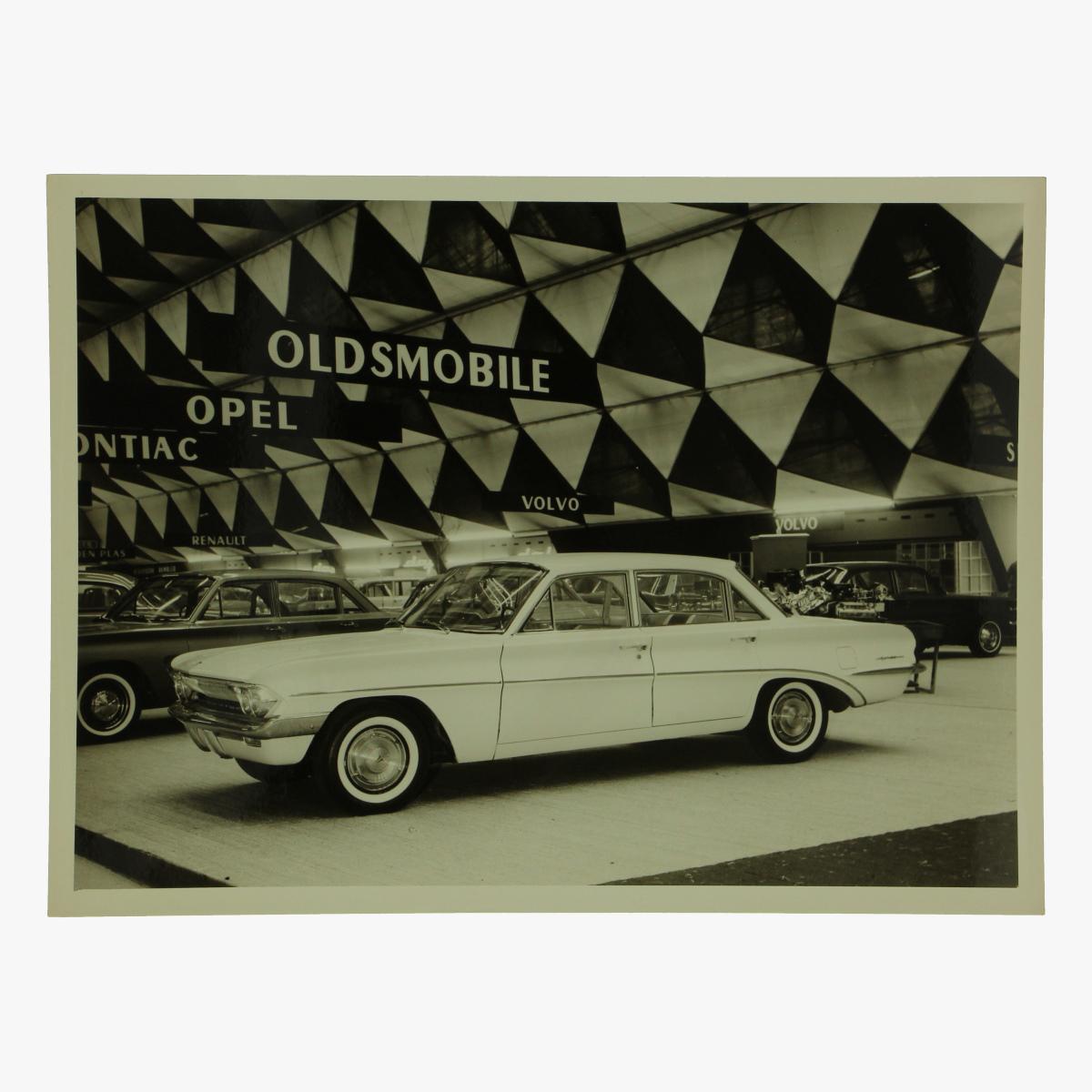 Afbeeldingen van zwart-wit foto oldsmobile f-85 door sedan