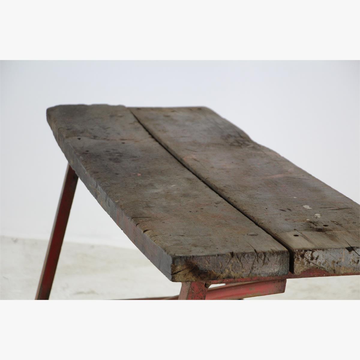 Afbeeldingen van kleine ijzeren werkbank met werkblad van 48 breed en 144 cm lang