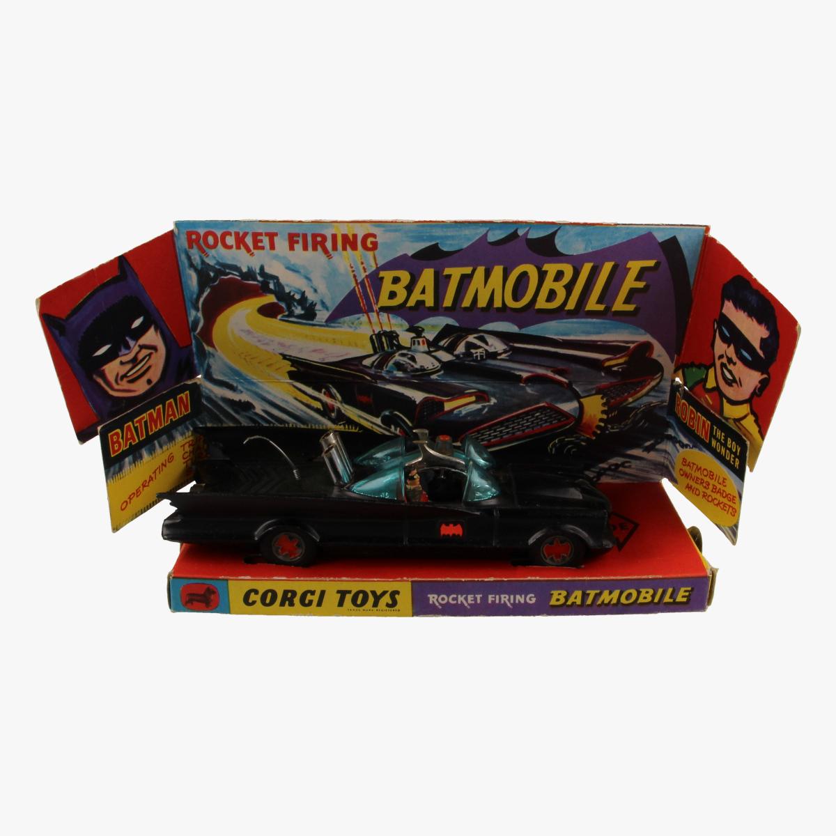 Afbeeldingen van Corgi Toys. Batmobile Nr. 267 eerste uitvoering,matte uitvoering