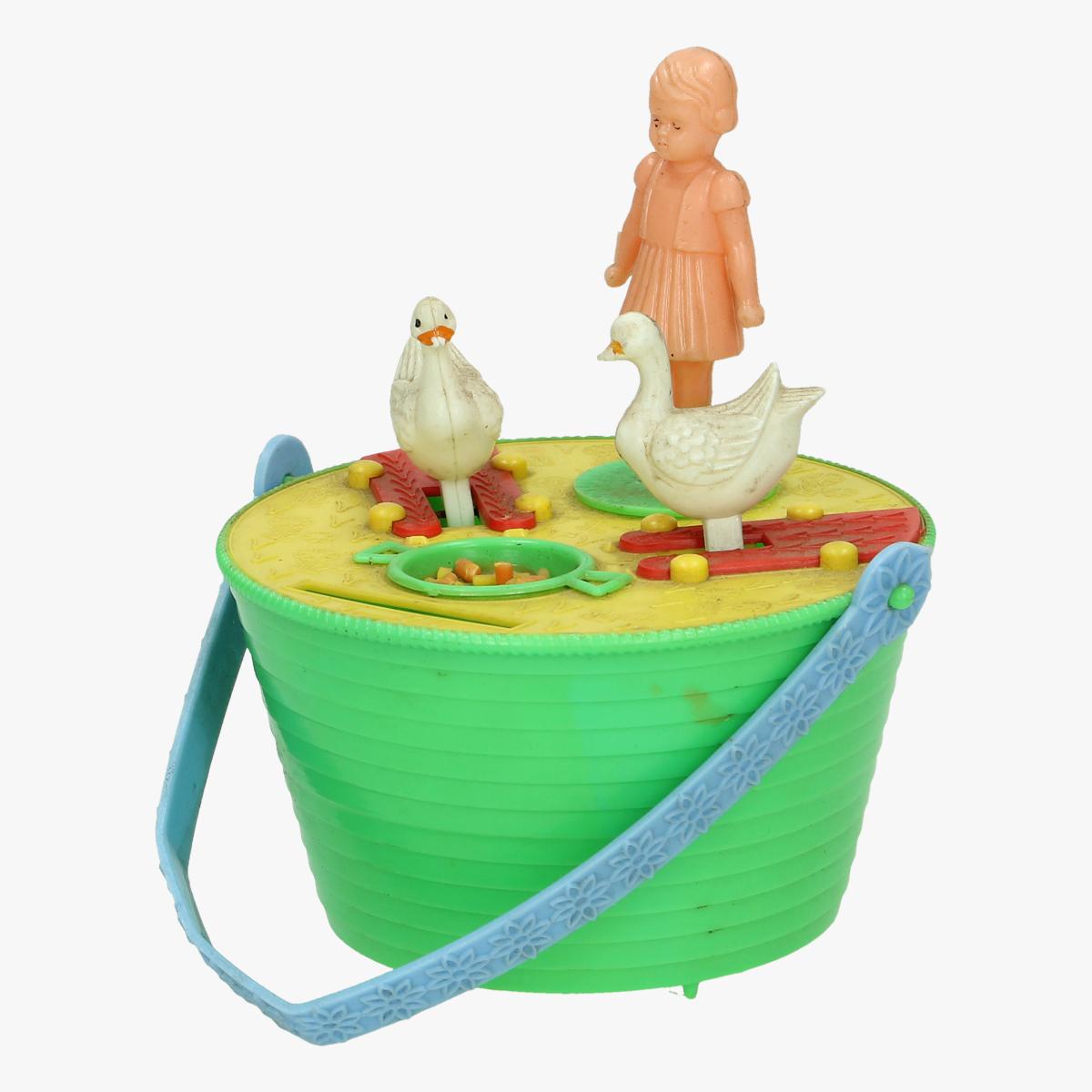Afbeeldingen van spaarpot plastiek met bewegend meisje en eendjes