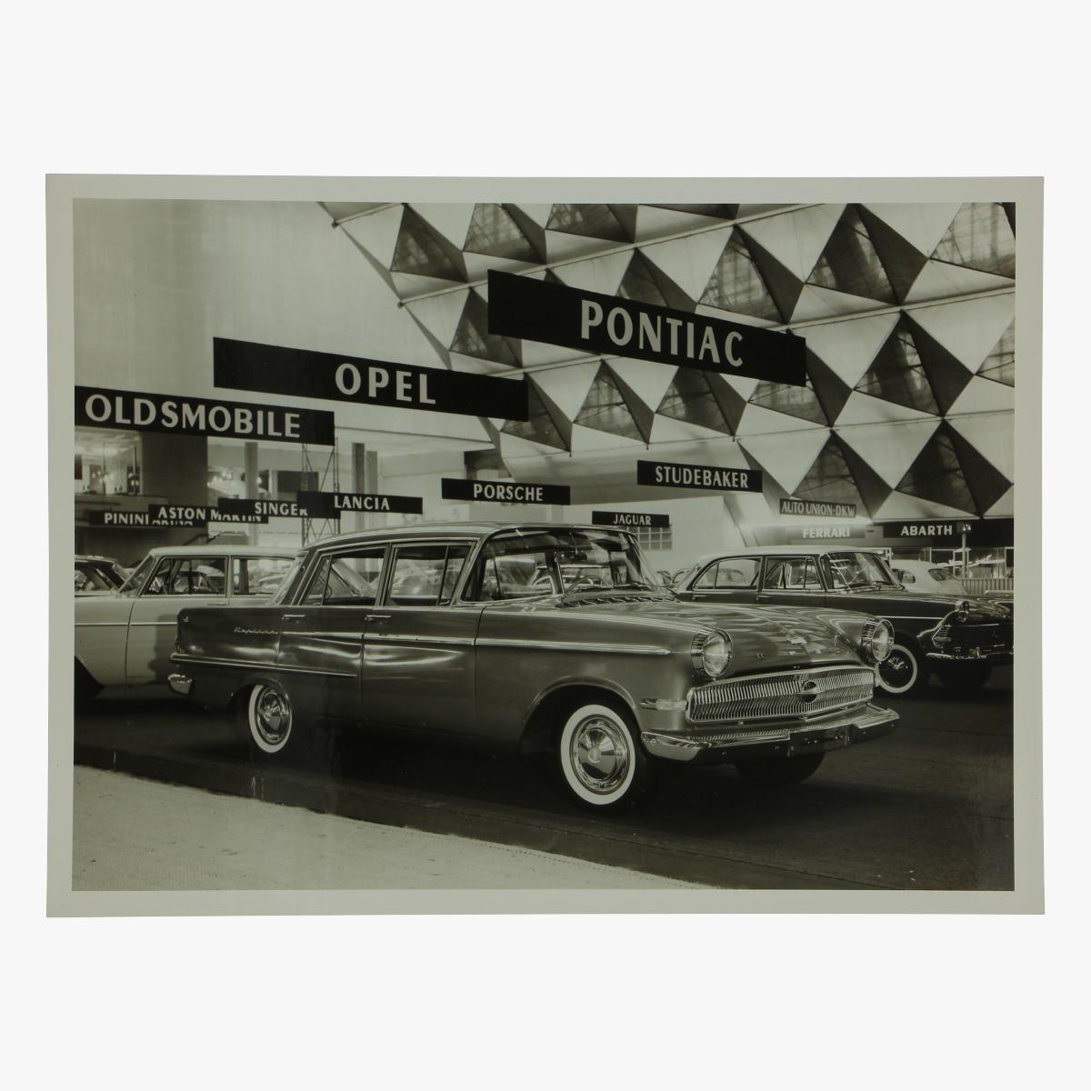 Afbeeldingen van zwart-wit foto opel kapitän 2600  4 door sedan deluxe