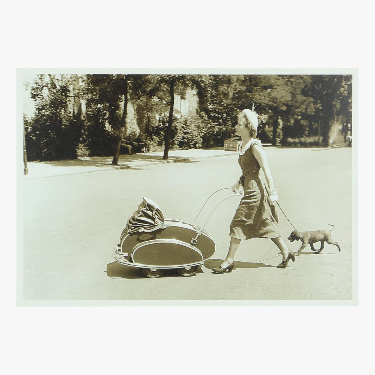Afbeeldingen van postkaart vrouw met koets retro repro