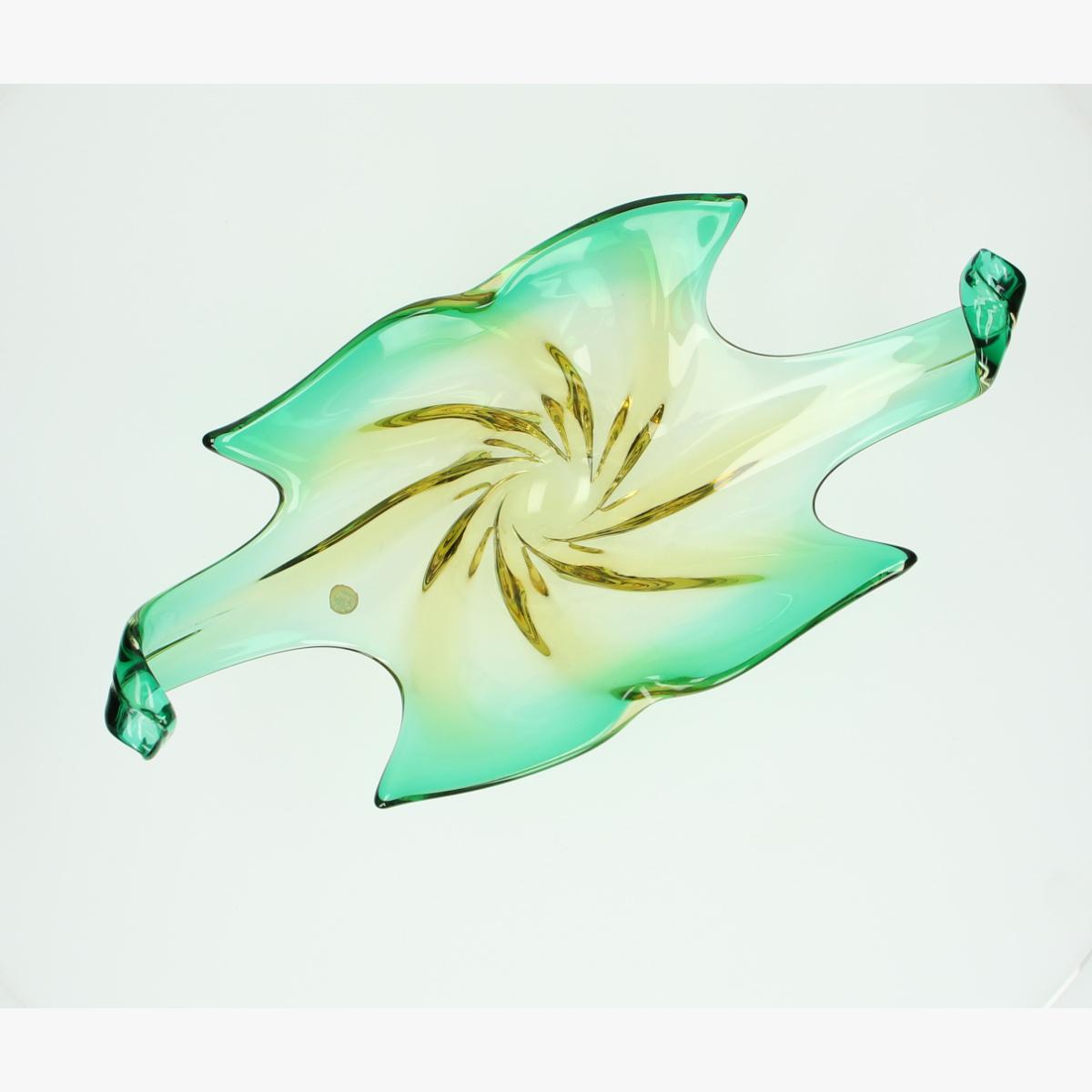Afbeeldingen van schaal mirano made in italy