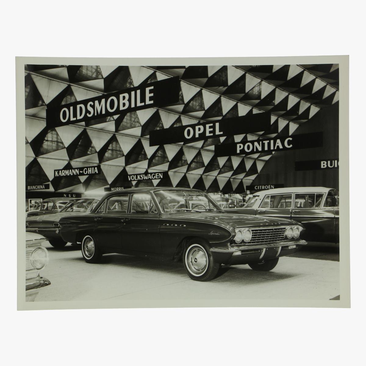 Afbeeldingen van zwart-wit foto buick special deluxe 4 door