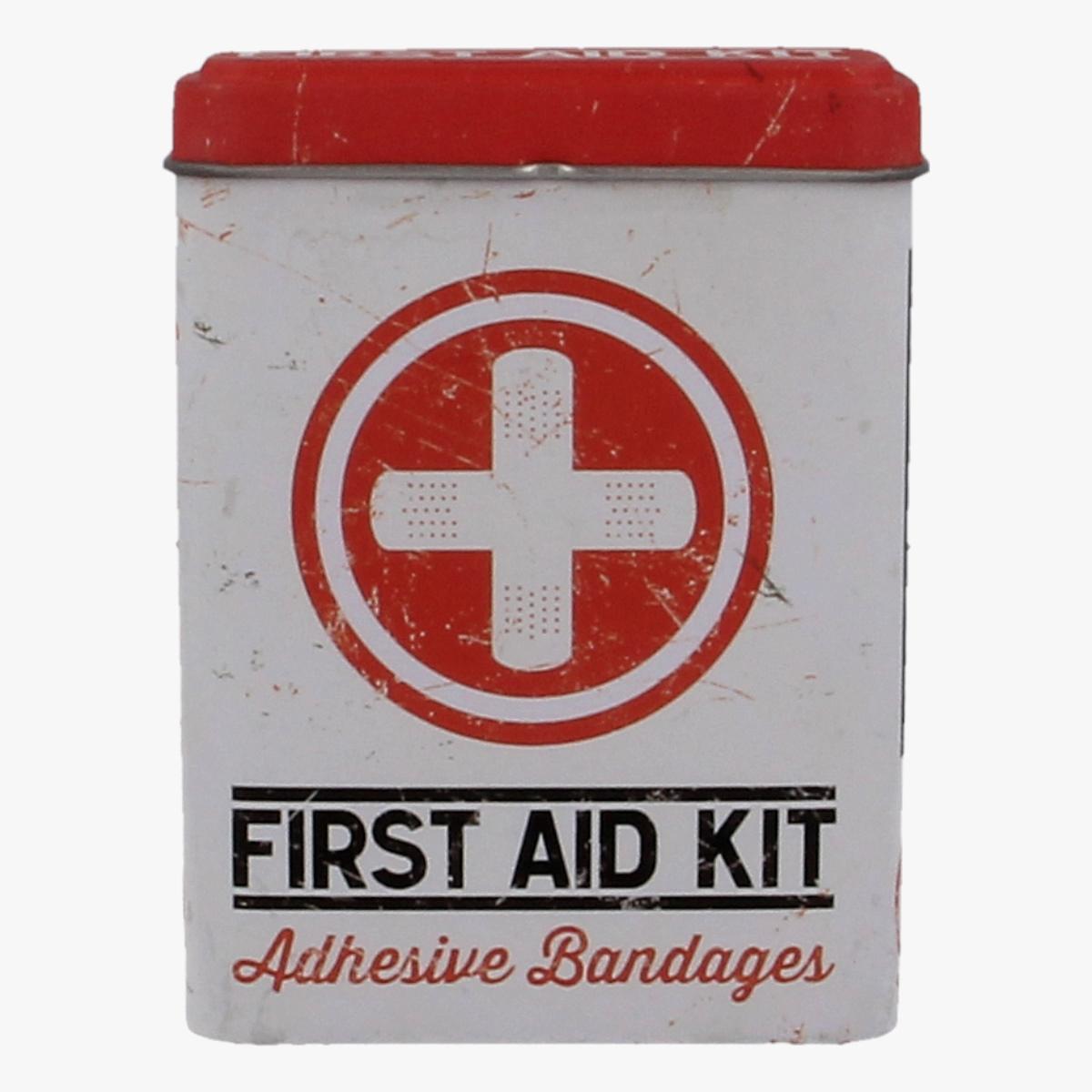 Afbeeldingen van First Aid Kit - Adhesive Bandages
