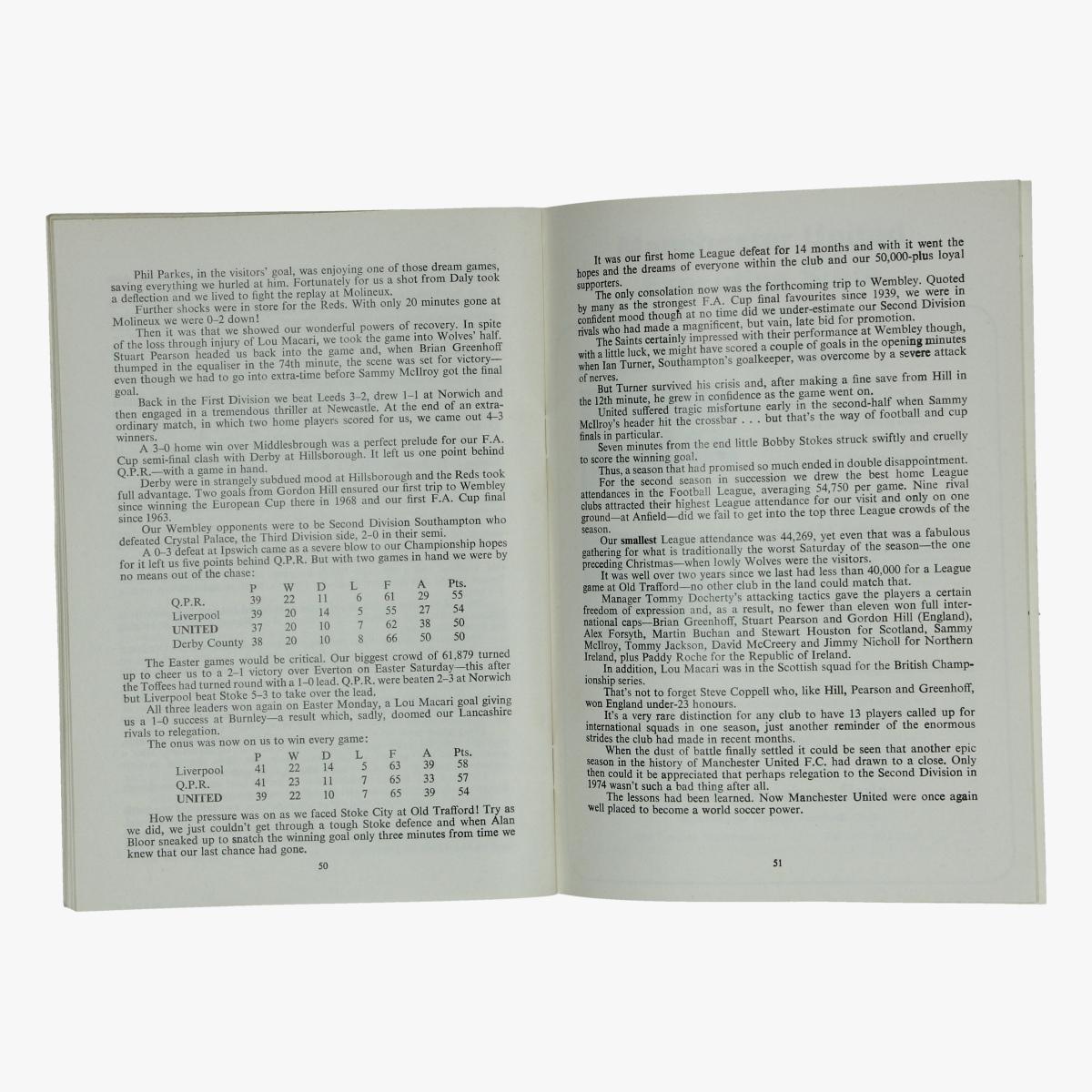 Afbeeldingen van voetbalboekje the history of manchester united footbal club 1976