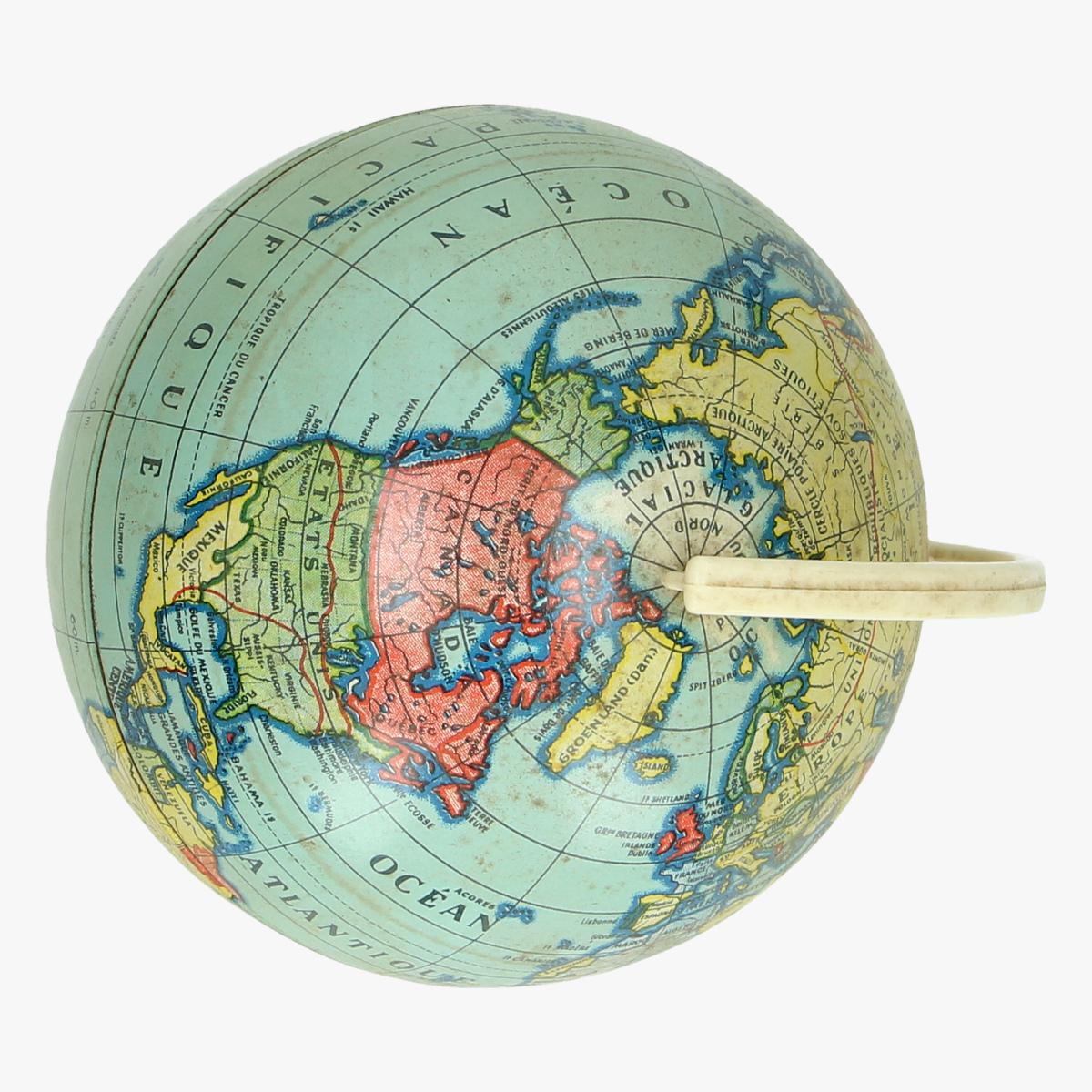 Afbeeldingen van wereldbol op plastieke voet