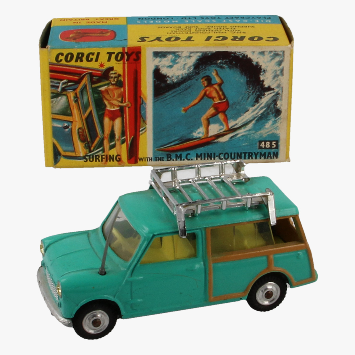 Afbeeldingen van Corgi Toys.Surfing With the B.M.C. Mini- Countryman. Nr. 485