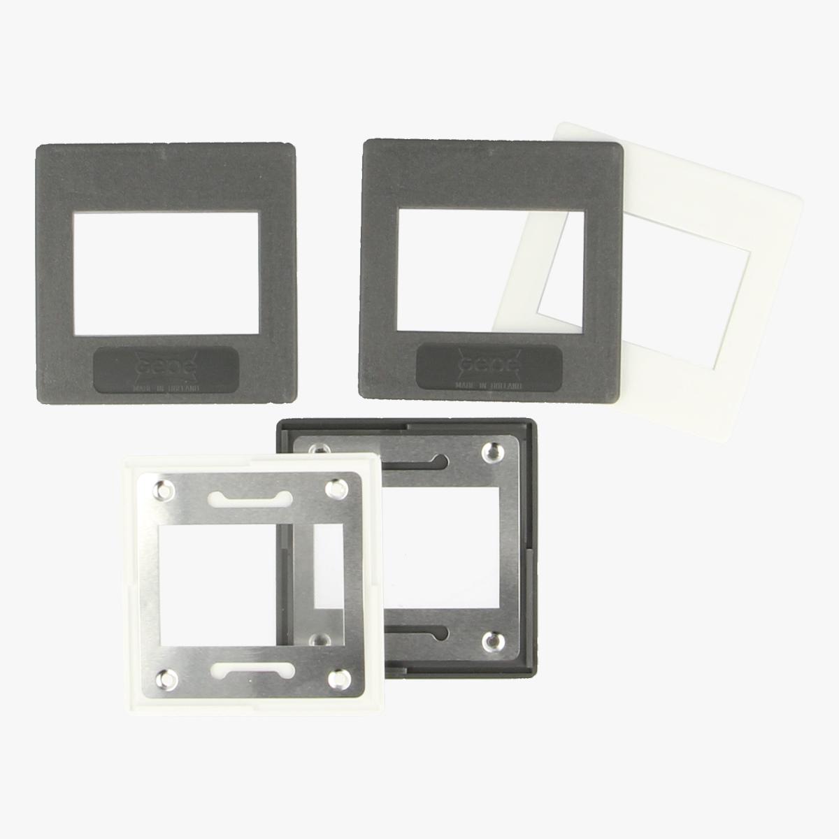 Afbeeldingen van Slide mounts with Glasses 3mm 20 stuks