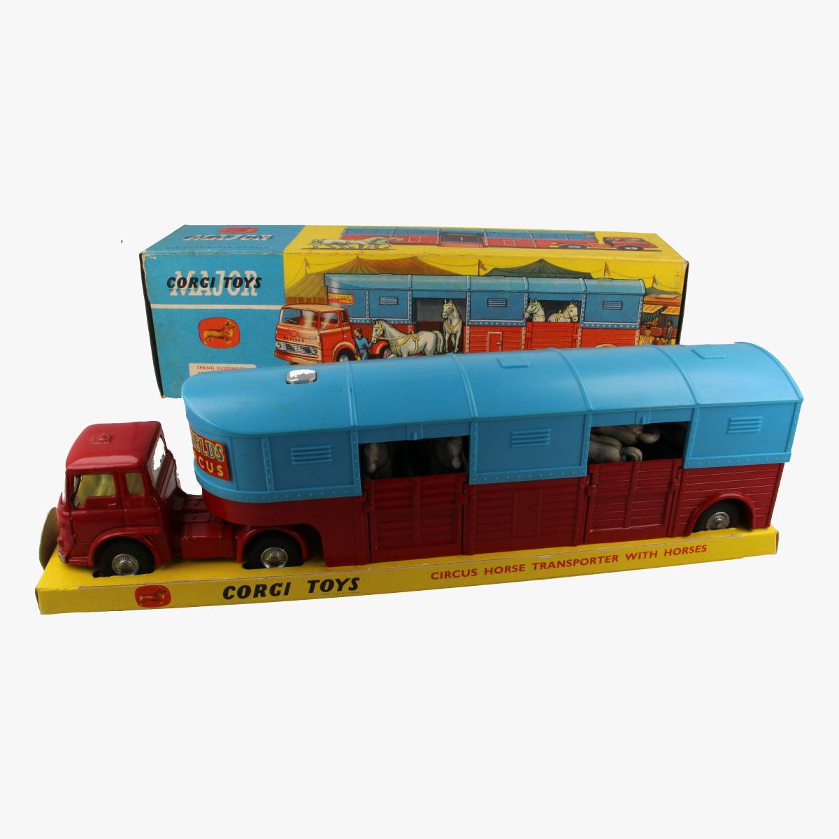 Afbeeldingen van Corgi Toys. Circus Horse Transporter with horses. Nr. 1130