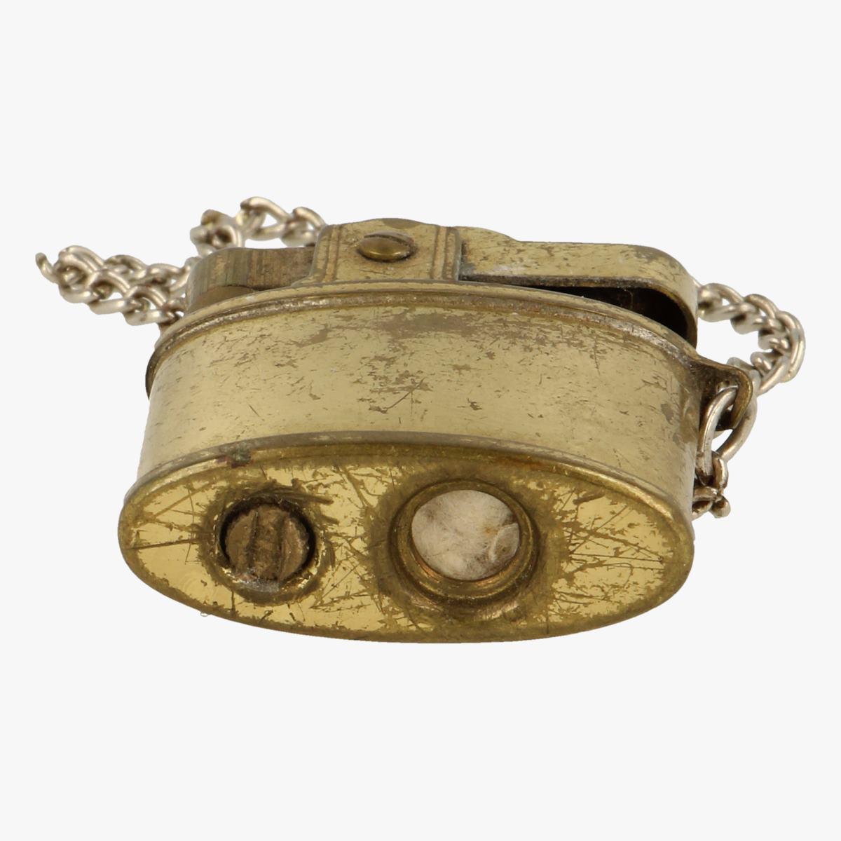 Afbeeldingen van oude aansteker aan ketting