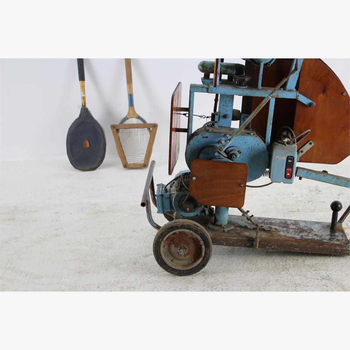 Afbeeldingen van Vintage tennisbal lanceer machine
