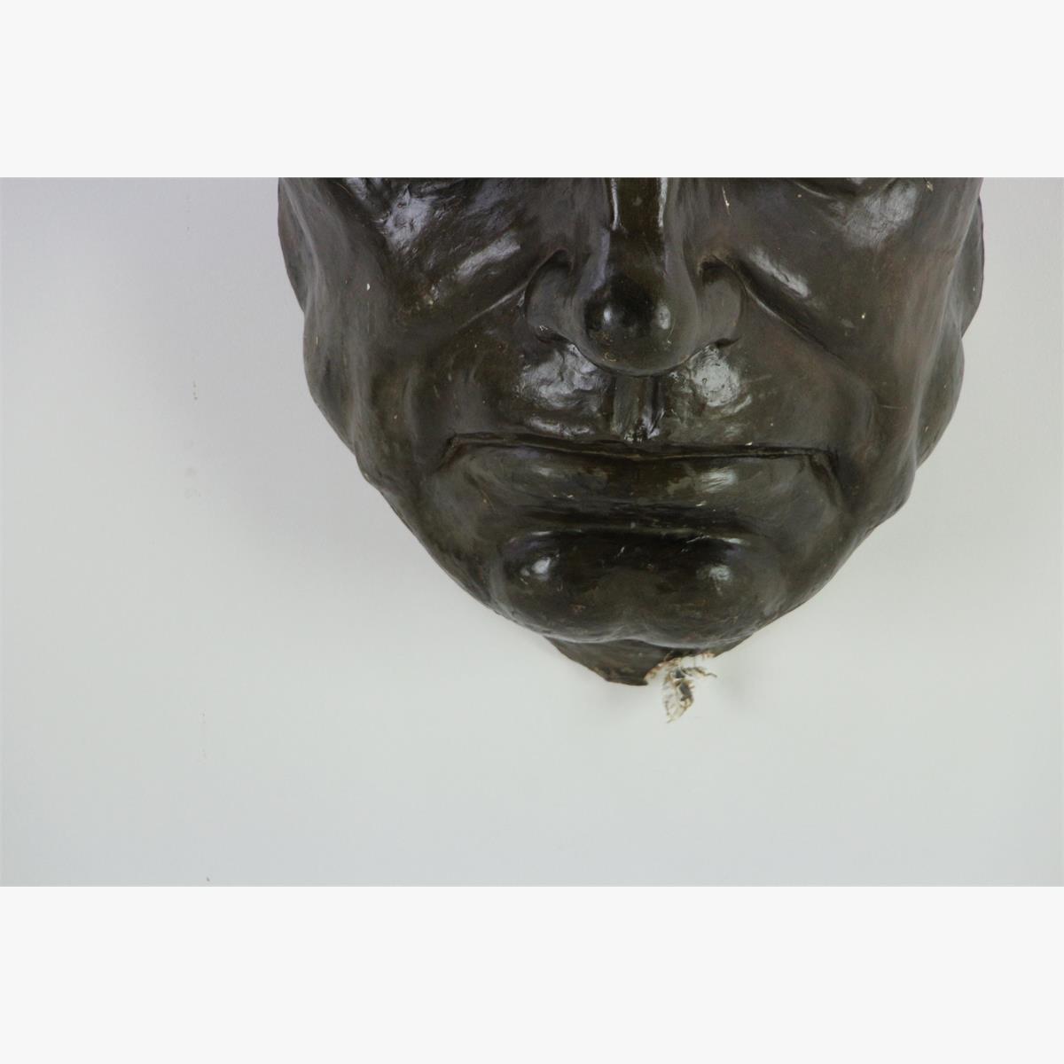 Afbeeldingen van Groot antiek hoofd uit de oudheid in plaaster